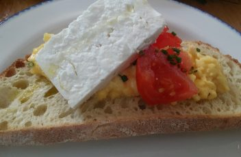scrambled-eggs-feta